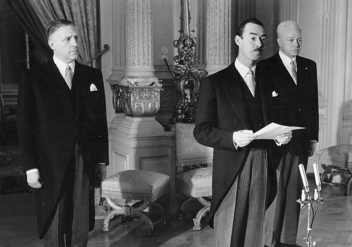 Aux côtés de Pierre Werner (à gauche) et du Maréchal de la Cour Alfred Loesch (à droite), le 4 mai 1961.