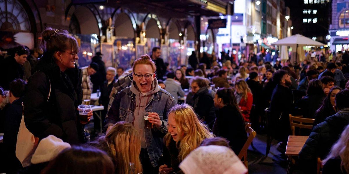 Les bars et restaurants seront autorisés à ouvrir jusqu'à 3 heures du matin dans la capitale mercredi.