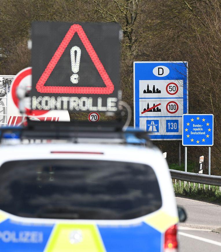 Rheinland-Pfalz, Lauterbourg: An der deutsch-französischen Grenze finden bei der Einreise nach Deutschland am Grenzübergang Lauterbourg verschärfte Grenzkontrollen statt.