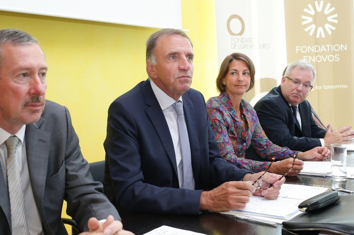 Der Enovos-CEO Jean Lucius und der Präsident der Fondation Marc Solvi (2. v.l.) betonten die gute Zusammenarbeit mit der Generaldirektorin der Fondation de Luxembourg Tonika Hirdman und dem Forschungsinstitut LIST und dessen Generaldirektor Gabriel Crean (v.l.n.r.).