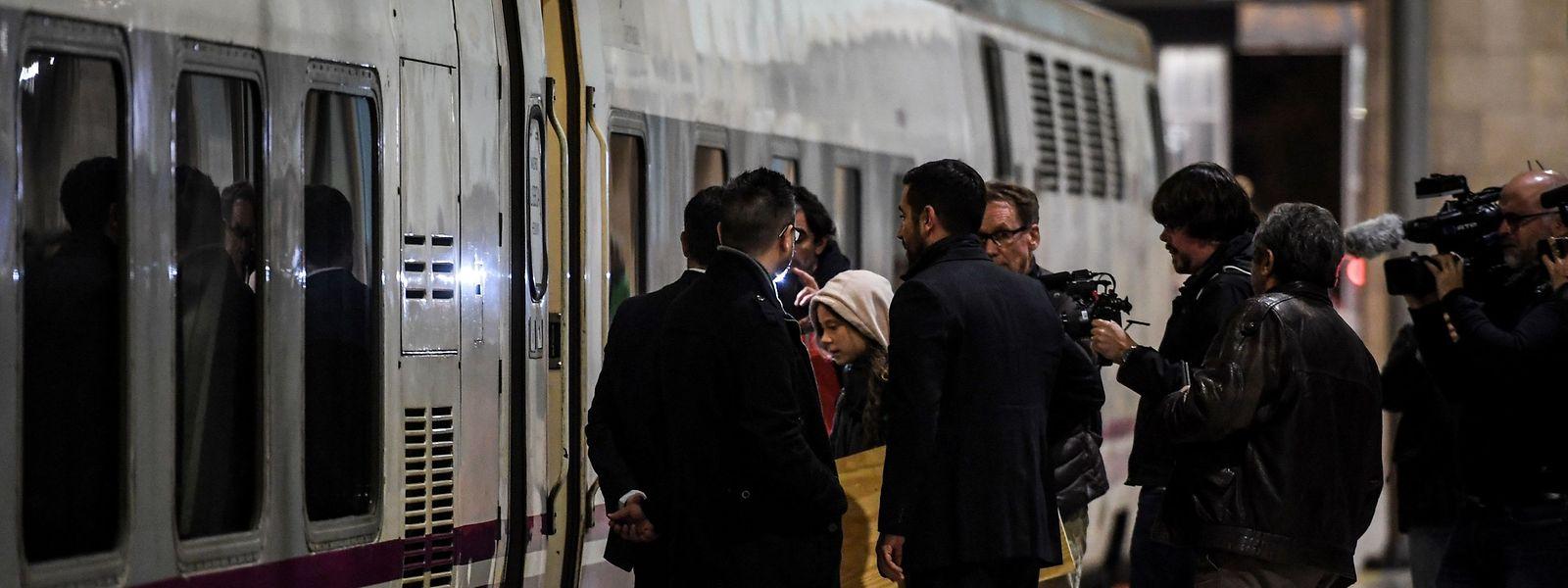 Greta Thunberg am Bahnhof in Lissabon, auf dem Weg nach Madrid.