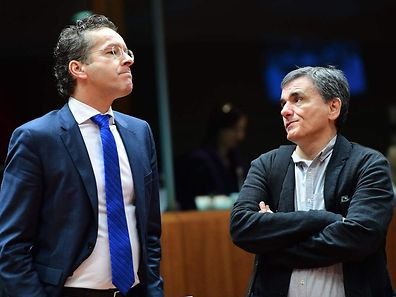 Eurogroup President and Dutch Finance Minister Jeroen Dijsselbloem (L) and Greece's Finance Minister Euclid Tsakalotos in Brussels, on December 6, 2016.
