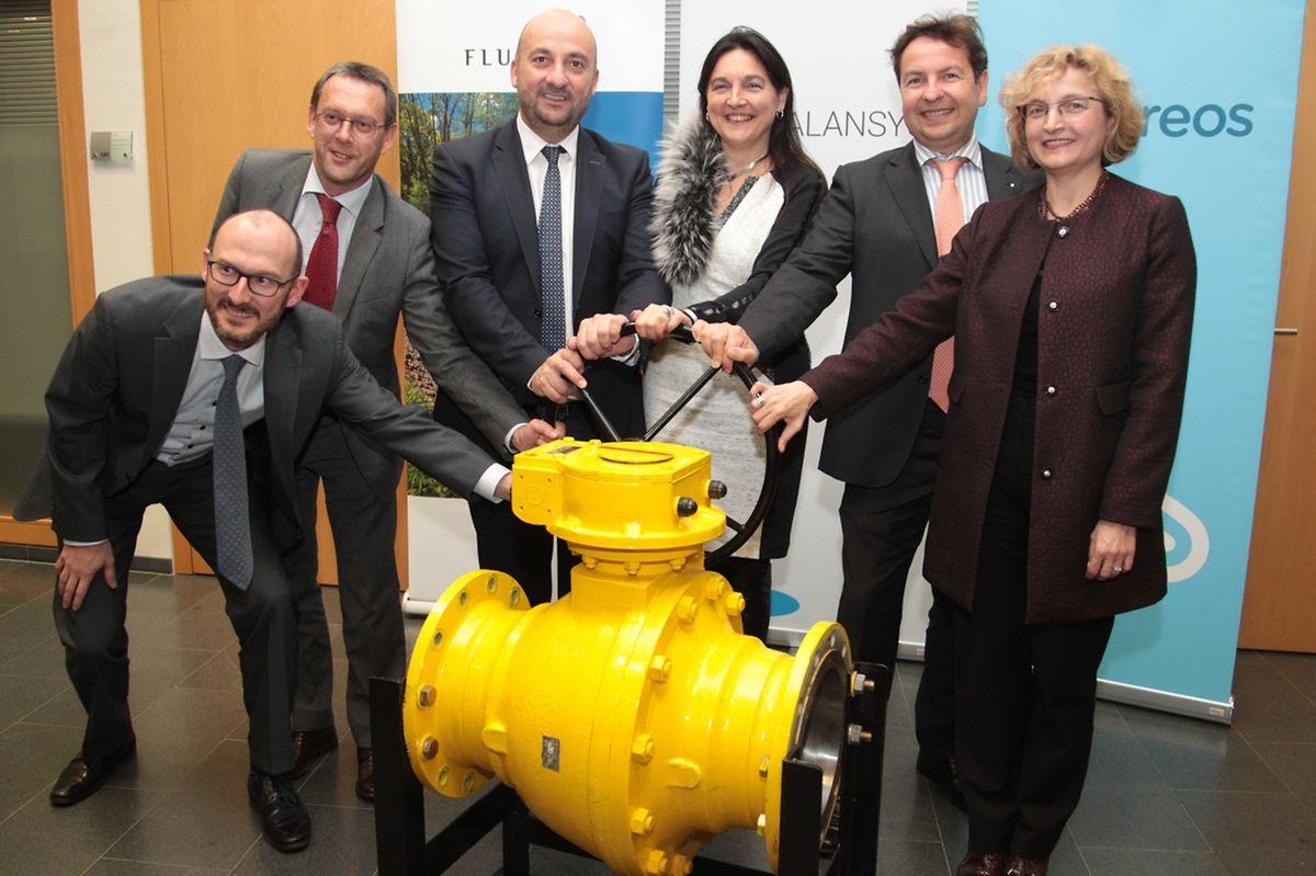 Etienne Schneider (3. von links) ist von der Fusion sichtlich begeistert.