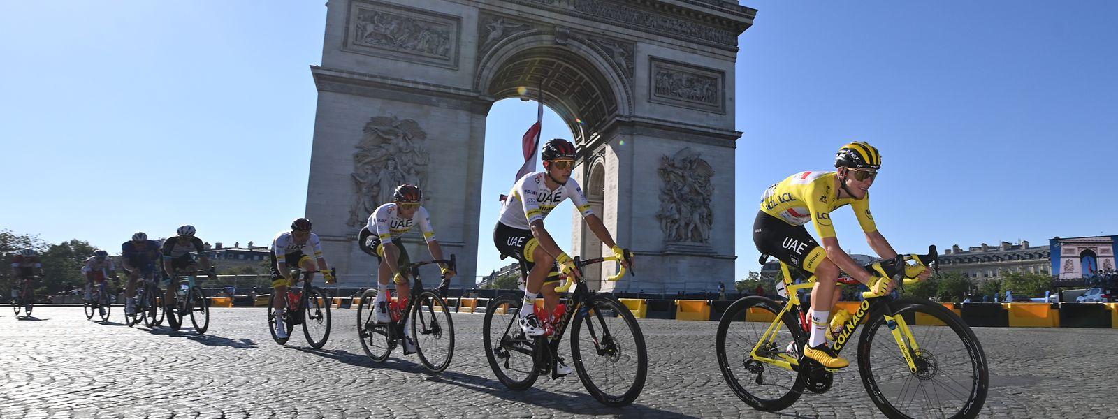 Tadej Pogacar (r.) hat bei der Tour de France alles unter Kontrolle.