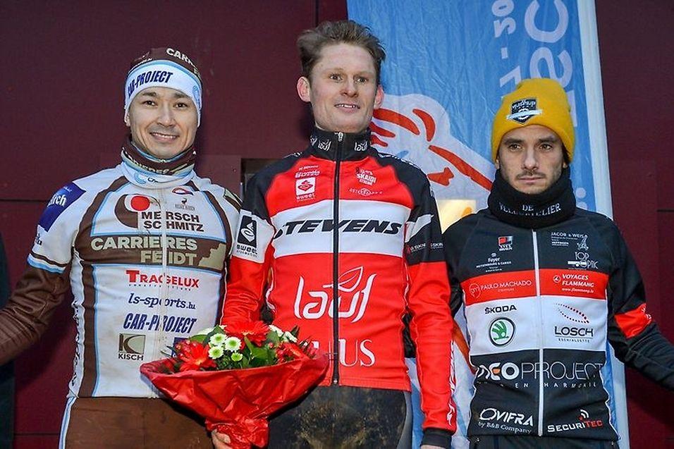 Le podium de la course élites: Gusty Bausch et Vincent Dias Dos Santos au côté du nouveau champion: Sören Nissen.