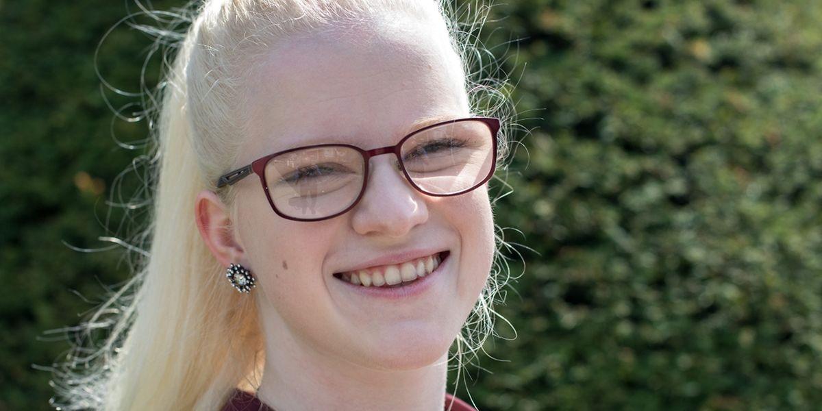 Der Grund für Albinismus ist ein Mangel von einem Farbstoff namens Melanin, der in Haut und Haaren vorkommt.
