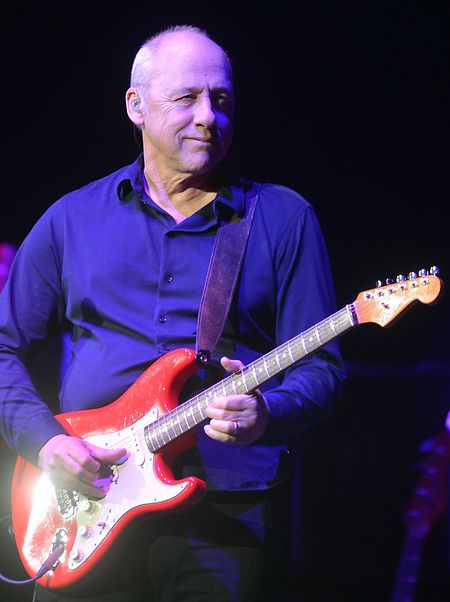 Der britische Musiker Mark Knopfler steht lieber solo auf der Bühne.