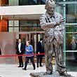 Die Spitzenrunde der 15 Unterhändler um CDU-Chefin Angela Merkel, Schulz und den CSU-Vorsitzenden Horst Seehofer begann am Montagnachmittag mit den entscheidenden Verhandlungen zu den Themen Arbeitsmarkt und Gesundheit.