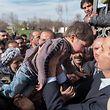 Baschar al-Assad bei einer Reise durch das Kriegsgebiet.