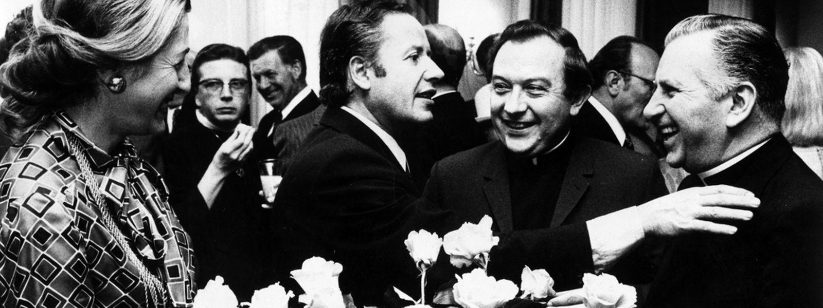 Die Spitzen des öffentlichen und kirchlichen Lebens, u.a. Regierungspräsident Gaston Thorn (unser Bild), Vize-Präsident Raymond Vouel und weitere Regierungsmitglieder, am 28. Juni 1974 in der Residenz des Bischofs beim Empfang zum silbernen Bischofsjubiläum von Bischof Léon Lommel.
