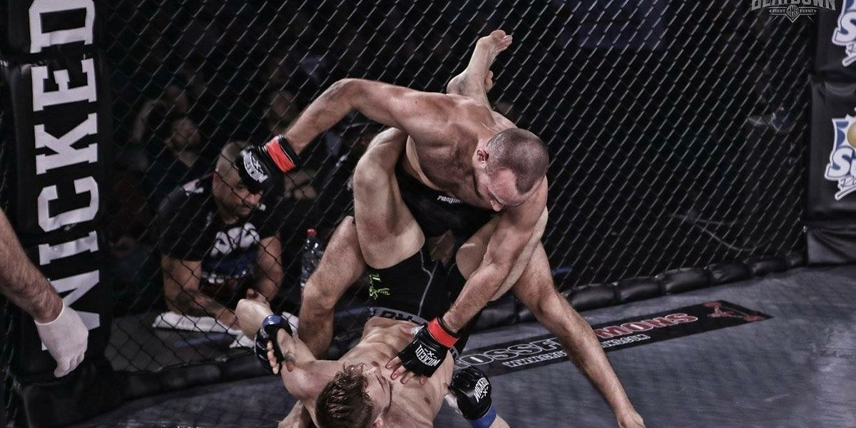 Julien Gracco (debout) a débuté le taekwondo au Luxembourg avant se lancer dans le MMA à Bruxelles.