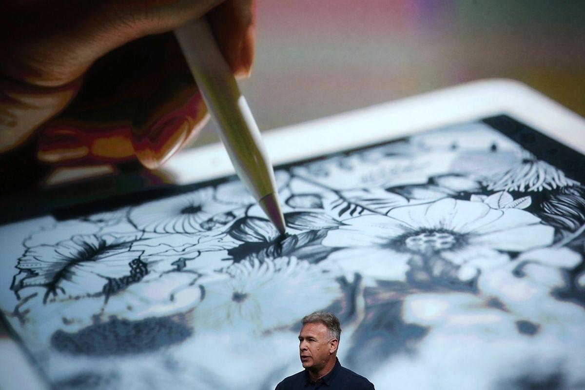 """Apple-Manager Phil Schiller präsentiert das neue 9.7"""" iPad pro"""