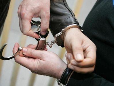 Der Polizeieinsatz endete für zwei Personen mit einem Aufenthalt hinter schwedischen Gardinen.