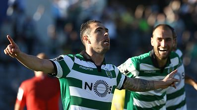 Sporting`s Bruno Cesar celebrates the scoring of a goal against Arouca during their Portuguese First League soccer match held at Arouca Stadium, Arouca, Portugal,  2 april 2017. PAULO NOVAIS/LUSA
