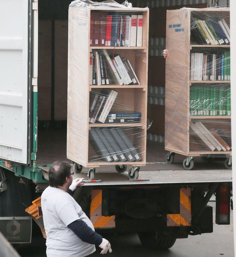Die Bücher werden aus der alten Bibliothek und den Depots angeliefert.