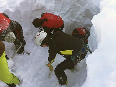 Rescue teams search for a group of people buried by an avalanche at the Wattener Lizum, Austria, on February 6, 2016.  Five skiers from the Czech Republic were killed in an avalanche in the Austrian alps that also engulfed 12 other people, police said. Police gave no immediate details on the condition of the other casualties in the incident, which occurred around midday in a valley south of Innsbruck in western Austria.  / AFP / APA / ZOOM.TIROL / Austria OUT