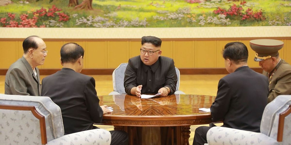 Machthaber Kim Jong Un besprach am Sonntag den Bombentest mit Parteiführern.