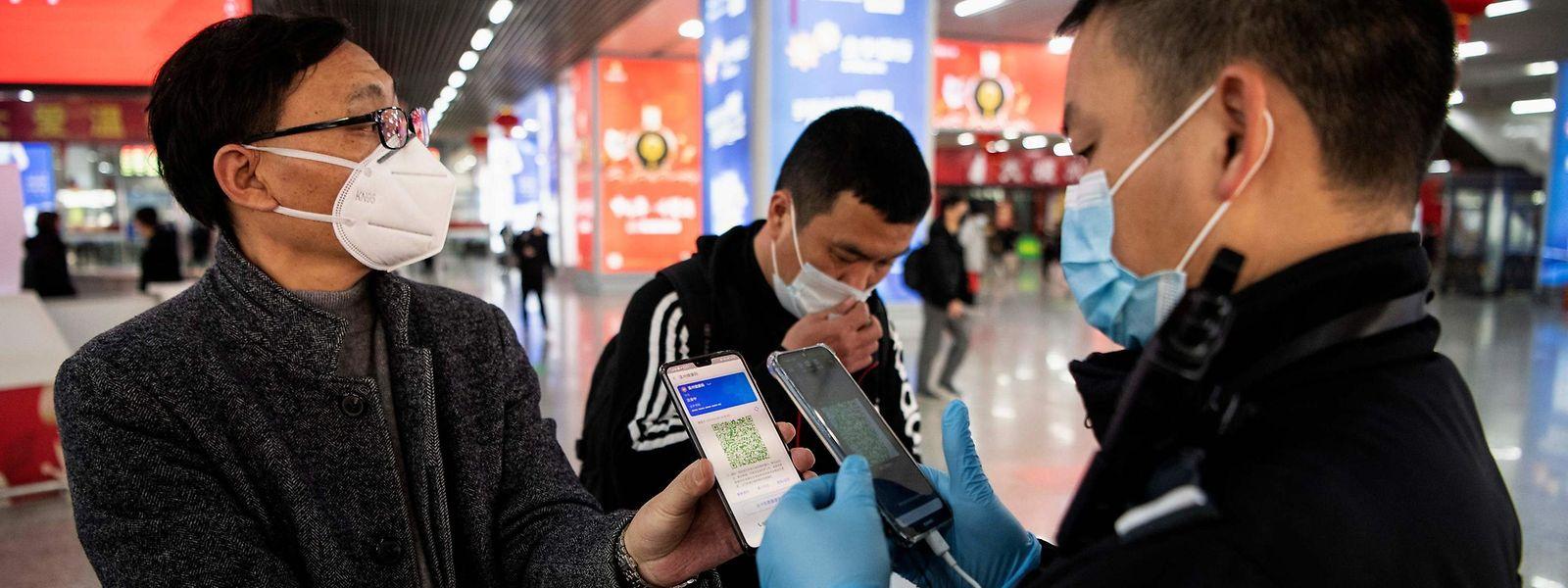 Die nordchinesische Stadt Jilin dürfen nur noch Menschen verlassen, die negativ auf das Virus getestet wurden.