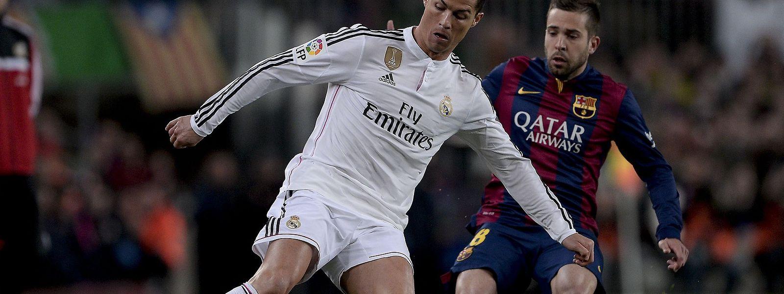 O golo de CR7 não evitou a derrota do Real em Camp Nou