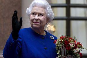 Die Queen sei guter Dinge, sagte ein Sprecher des Buckingham Palastes am Montag.