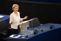 15.07.2019, Frankreich, Straßburg: Ursula von der Leyen (CDU) spricht bei ihrer Bewerbungsrede vor den Abgeordneten des Europaparlaments. Von der Leyen bewirbt sich als neue EU-Kommissionspräsidentin. Die Staats- und Regierungschefs der EU hatten die CDU-Politikerin als Nachfolgerin von EU-Kommissionspräsident Juncker vorgeschlagen. Foto: Marijan Murat/dpa +++ dpa-Bildfunk +++