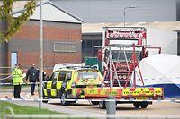 23.10.2019, Großbritannien, Grays: Polizisten arbeiten im Waterglade Industrial Park, nachdem 39 Leichen in einem LKW-Container im Industriegebiet gefunden wurden. Foto: Stefan Rousseau/PA Wire/dpa +++ dpa-Bildfunk +++