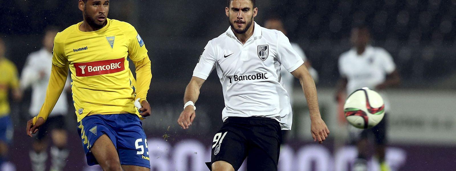 Ricardo Valente (branco) foi o homem do jogo no estádio D. Afonso Henriques