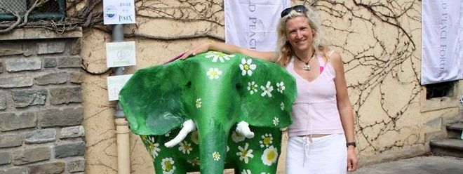 "Rose Marie Gnausch, Künstlerin und Initiatorin des internationalen Projekts ""Elephants for Peace""."