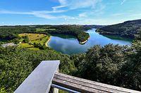 Vakanz Doheem - Aussichtsplattform Belvédère Burfelt im Naturpark Obersauer - Foto: Serge Waldbillig