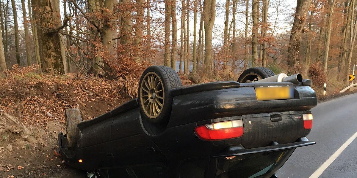 Der Fahrer überstand den Überschlag unverletzt.