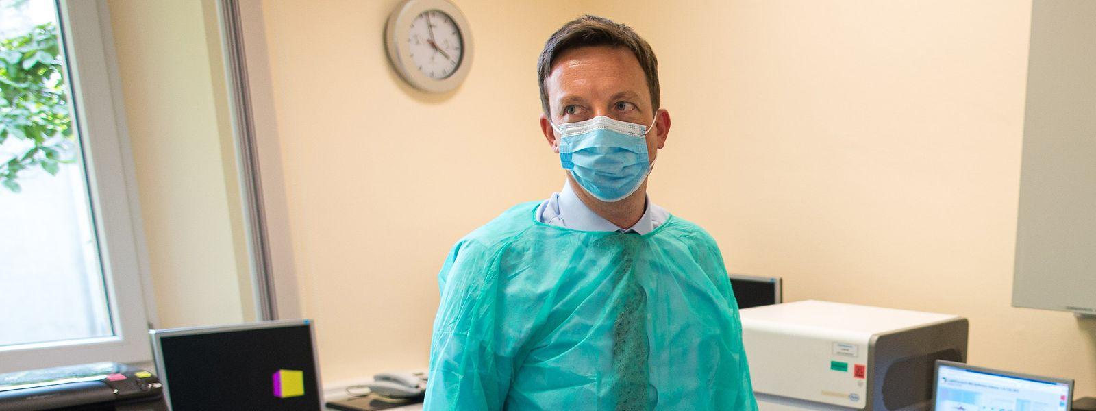 Saar-Ministerpräsident Tobias Hans hat vor vorschnellen Lockerungen in der Corona-Pandemie gewarnt.