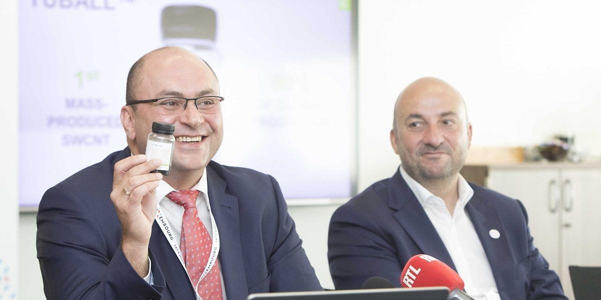 Konstantin Notman, 44 ans, dirige Ocsial Europe à Luxembourg lors de la présentation d'Ocsial en juillet, au côté d'Etienne Schneider, ministre de l'Economie.