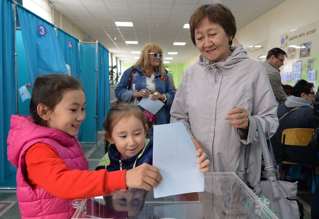 People vote in Kazakhstan's presidential elections in Nur-Sultan on June 9, 2019. (Photo by VYACHESLAV OSELEDKO / AFP)