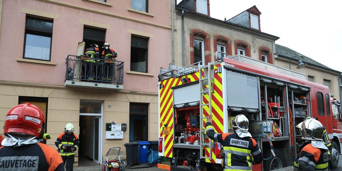 Ein Adventskranz löste einen Brand in einer Wohnung in Tetingen aus.