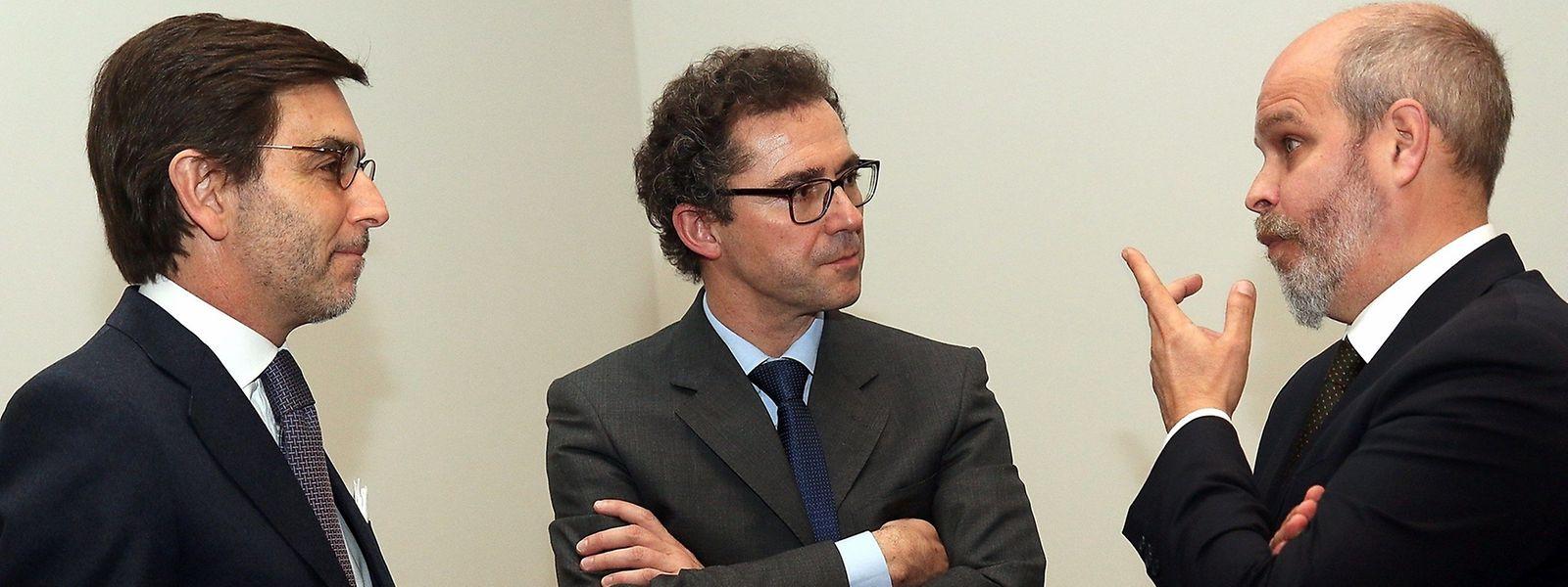 Anísio Franco, curador do Museu de Arte Antiga em Lisboa (à dta), com o director do Museu de História e Arte do Luxemburgo (ao centro) e o embaixador de Portugal