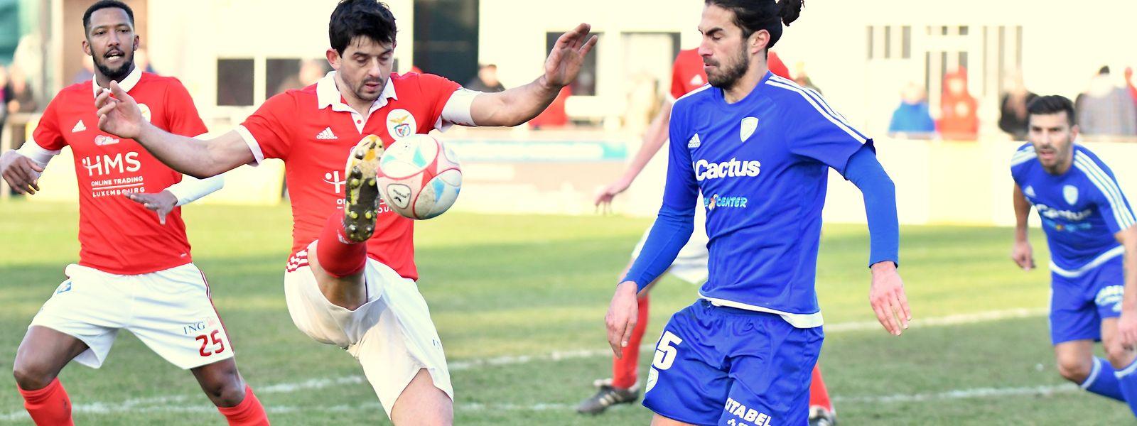RM Hamm Benfica (rot) muss den Punkt wieder abgeben.