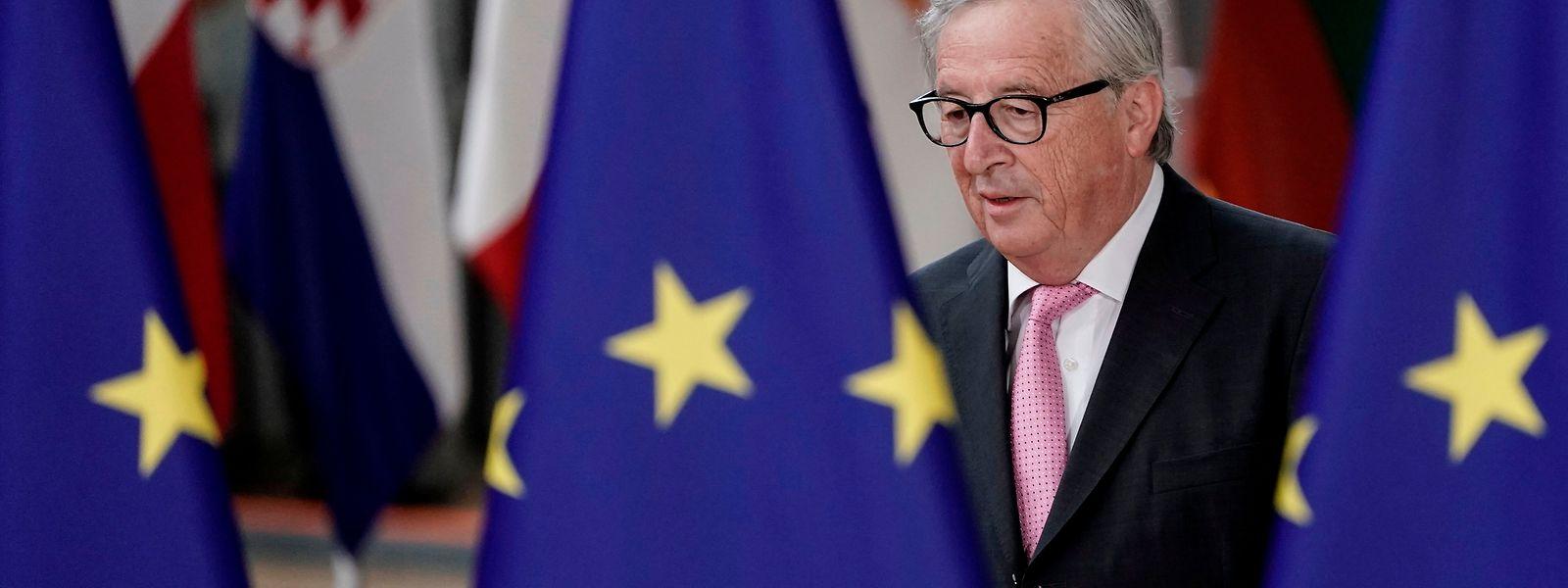 Nach einer krankheitsbedingten Pause hat Juncker am Dienstag die Arbeit wieder aufgenommen.