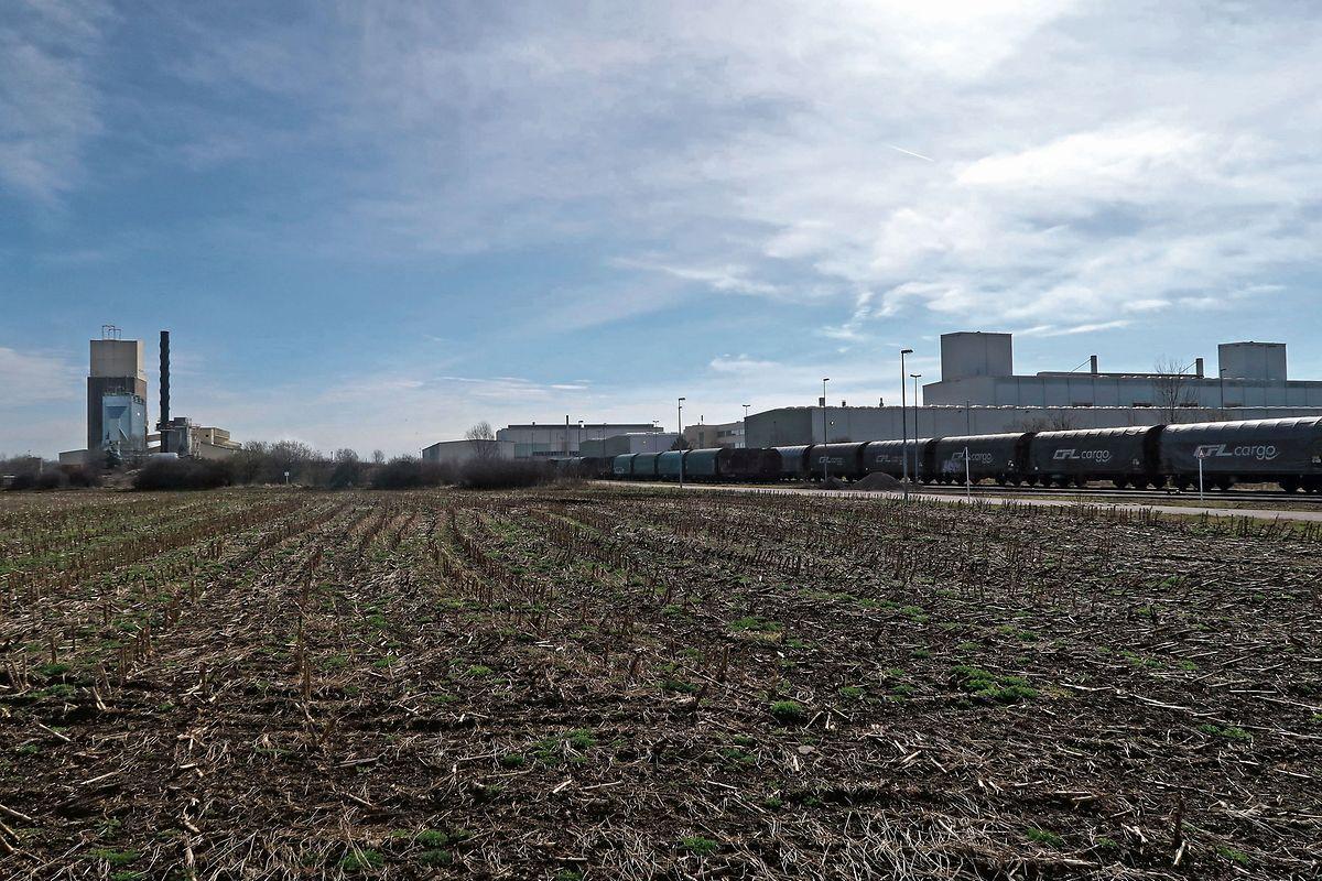 Die Joghurtfabrik ist in der Industriezone Wolser 1 geplant, in der Nähe der Betriebe Guardian Luxgard (l.) und ArcelorMittal Düdelingen (r.).