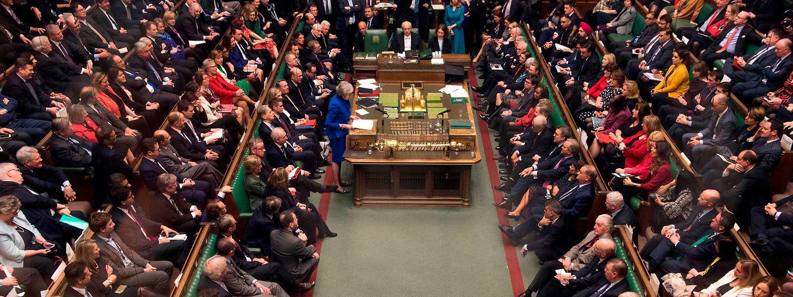 """Im Plenarsaal des """"House of Commons"""" in Westminster gibt es zahlreiche skurrile Bräuche - wie zum Beispiel den, dass es nicht genügend Sitzplätze für alle Abgeordneten gibt."""