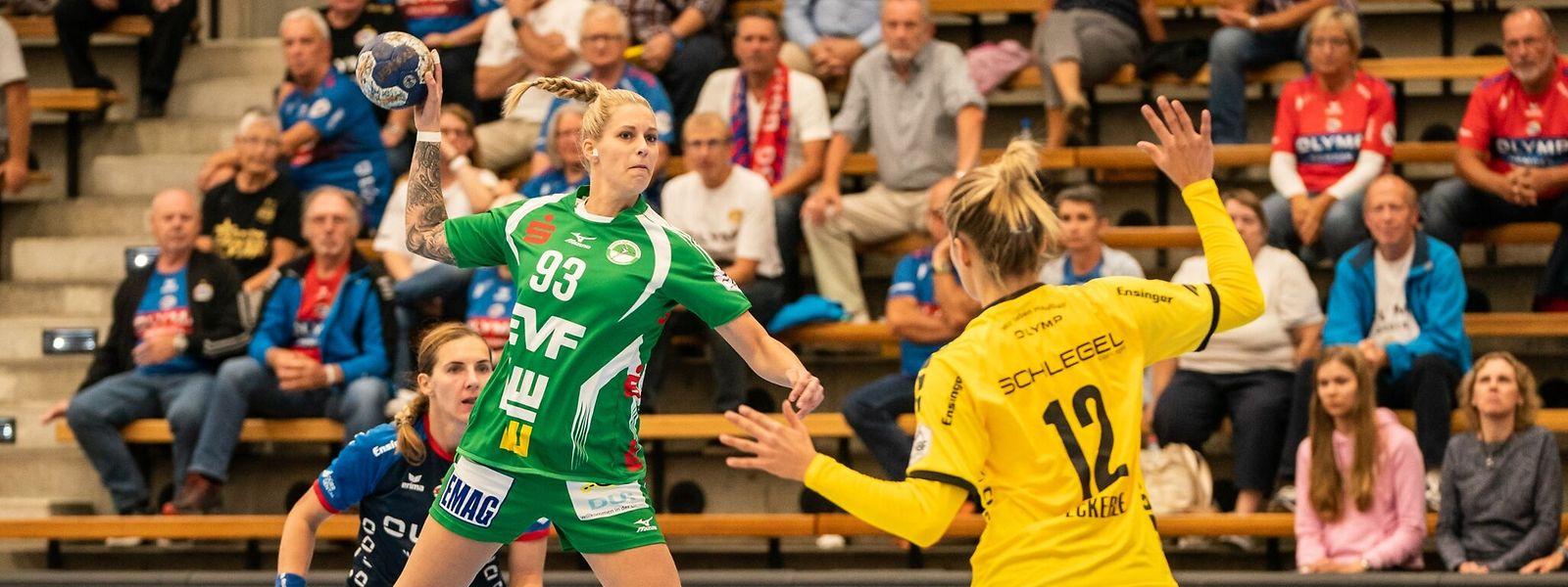 Tina Welter (l.) erzielte in ihrem Bundesligaspiel zwei Tore für Göppingen.