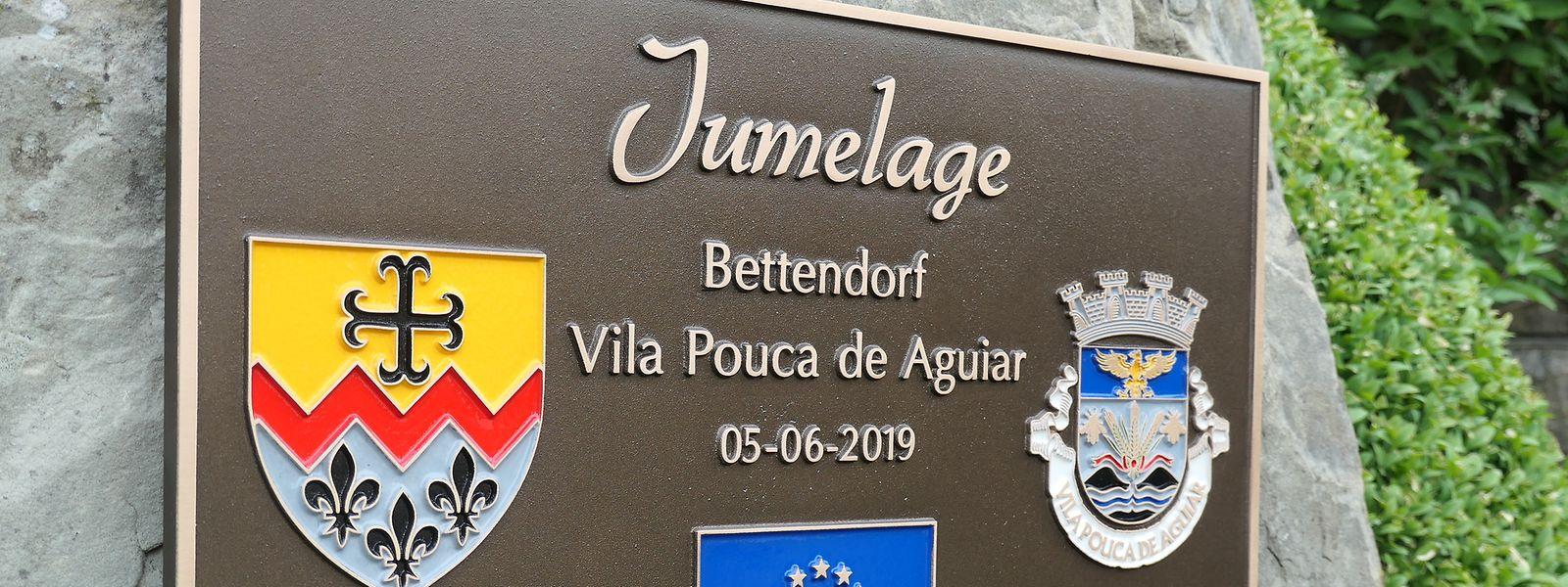 Seit Mittwochabend ist die Partnerschaft zwischen Bettendorf und Vila Pouca de Aguiar nicht nur auf dem Papier besiegelt, sondern dank einer Ehrentafel auch gewissermaßen in Stein gemeißelt.