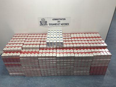 Il avait pas moins de 461 cartouches de cigarettes de contrebande dans son véhicule.