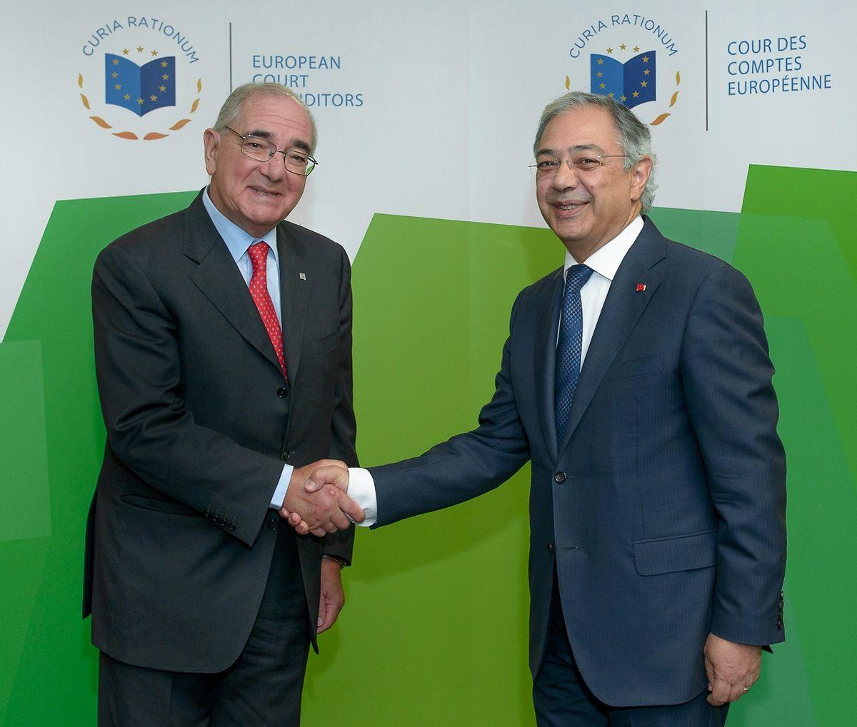 O ministro português foi recebido esta manhã por Vítor Caldeira, o presidente do Tribunal de Contas da UE.