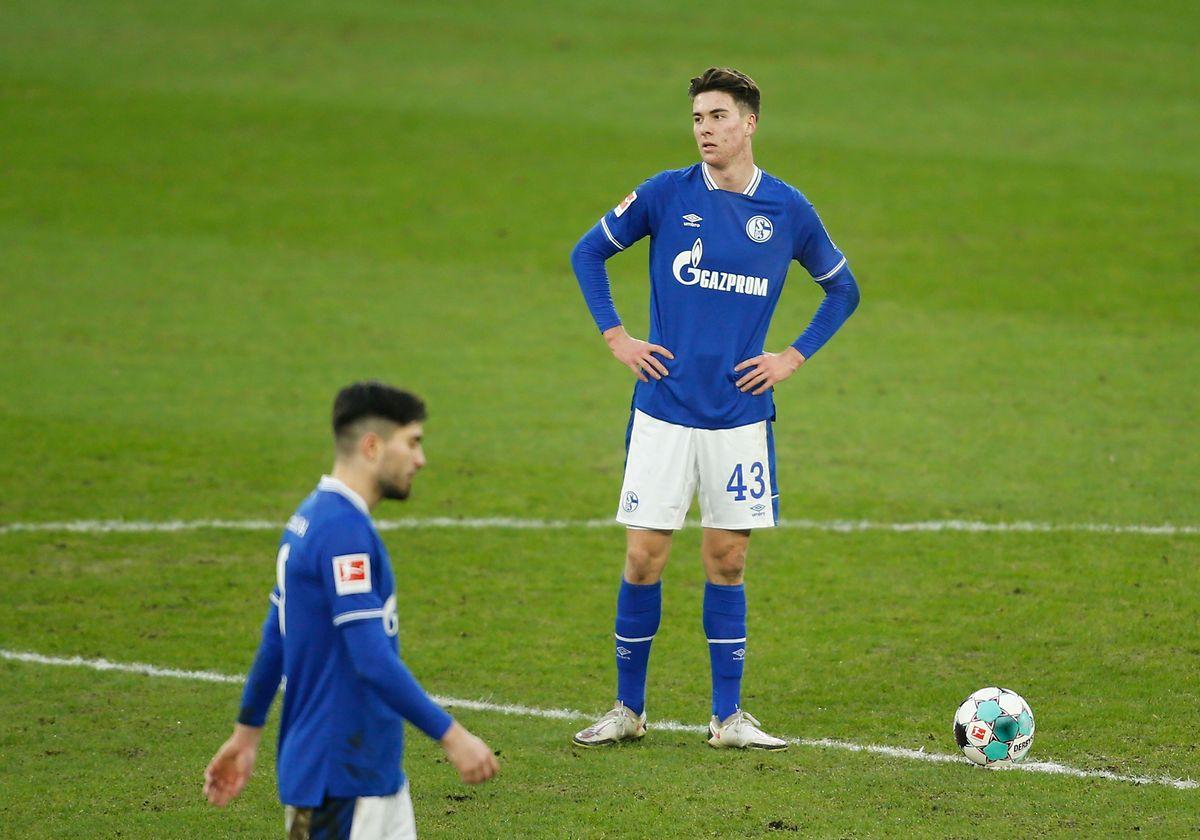 Matthew Hoppe und die Schalker verlieren am Ende deutlich.