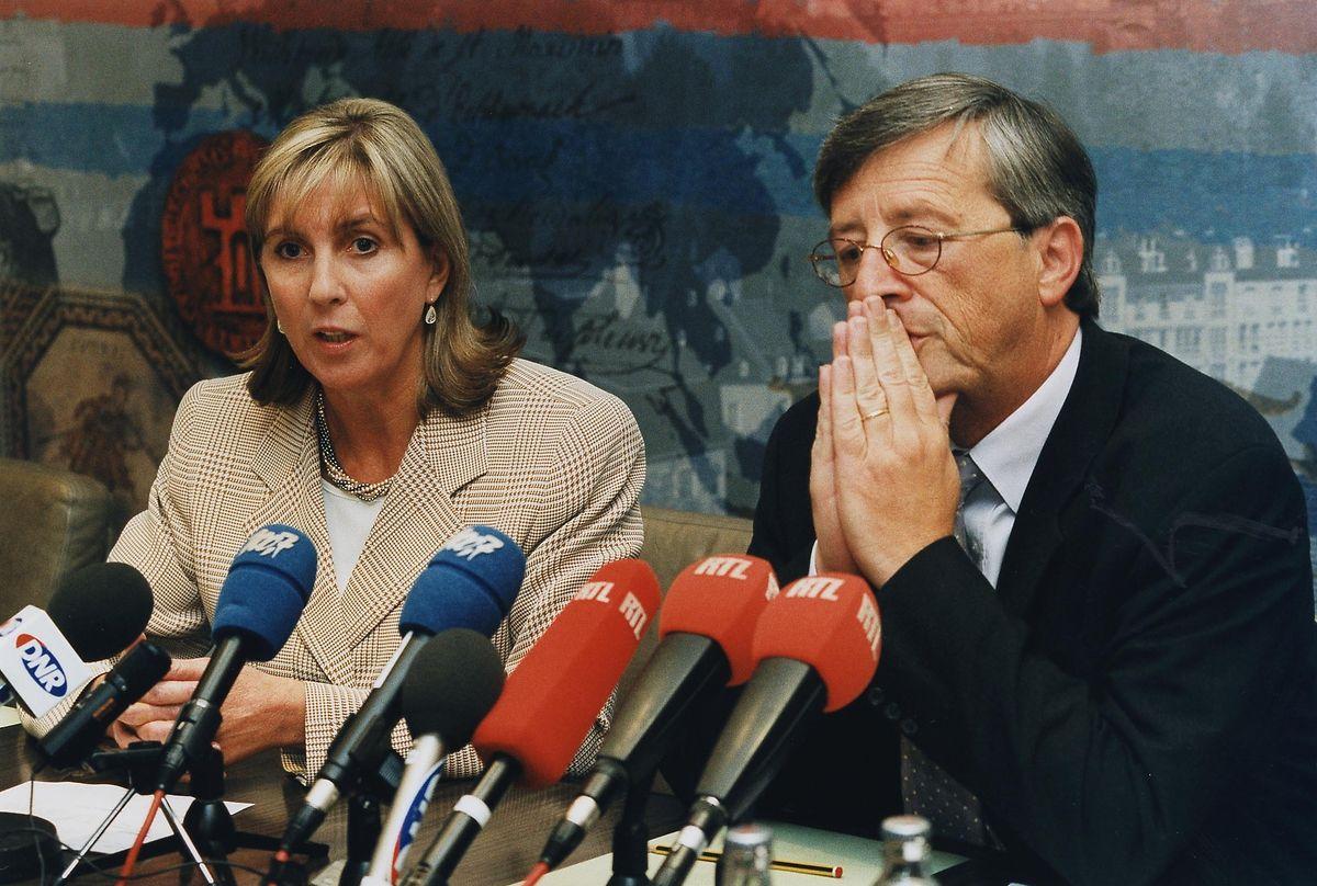 Les images des attaques sur New York et Washington n'ont pas laissé le chef du gouvernement Jean-Claude Juncker indemne. Avec la ministre des affaires étrangères Lydie Polfer, il se présente ému pour une conférence de presse le 11 septembre au soir.