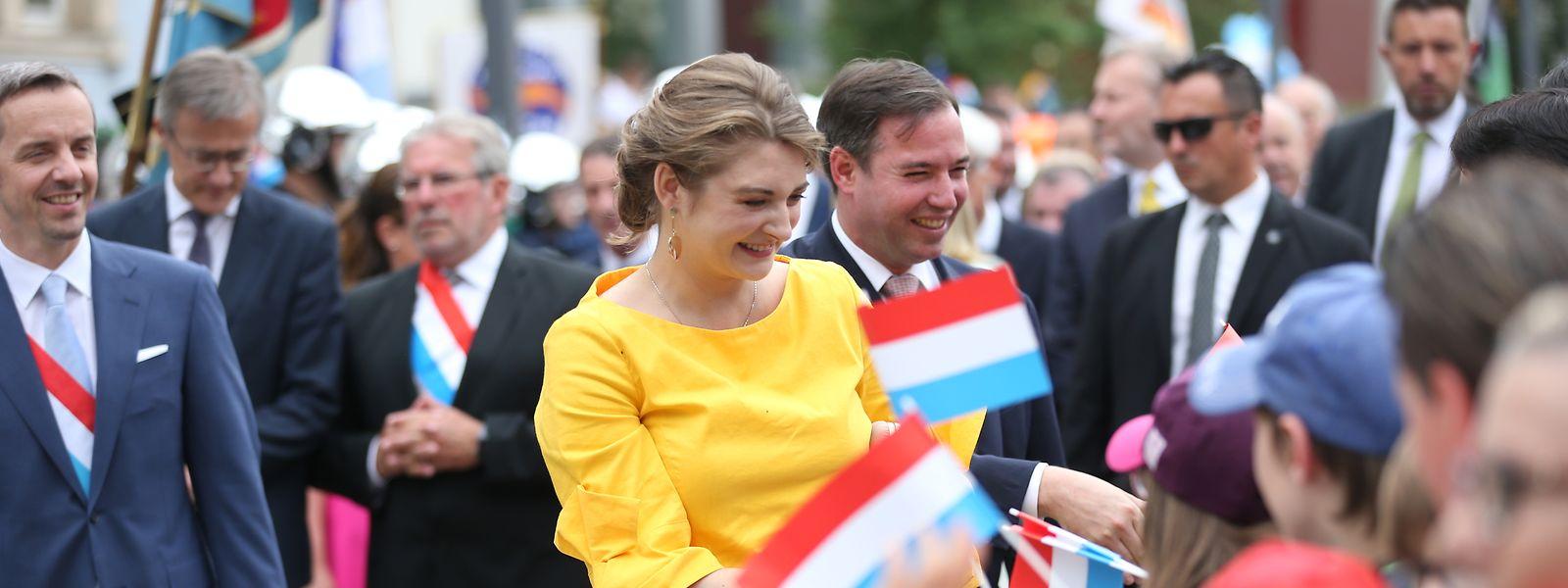 Erbgroßherzog Guillaume und Prinzessin Stéphanie nahmen sich viel Zeit, um die Leute zu begrüßen und mit ihnen ein paar Worte zu wechseln.