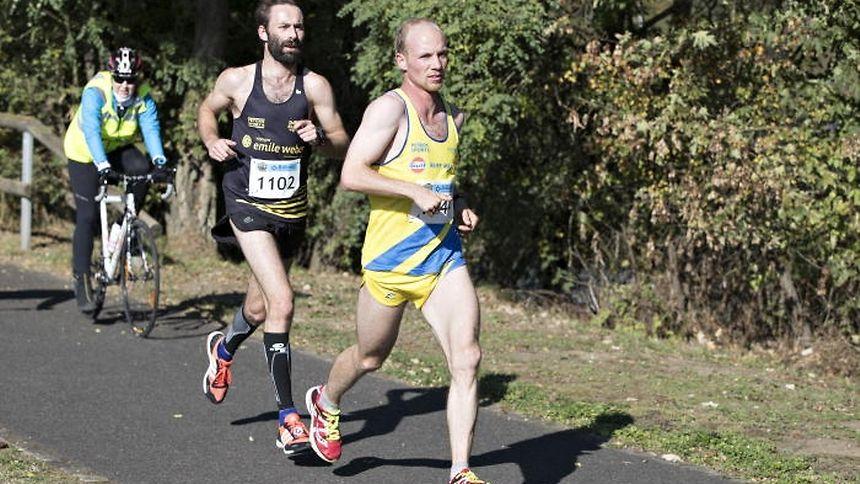Christian Molitor, hier vor Frazer Alexander, wurde im vergangenen Jahr nationaler Meister im Marathon in Echternach.