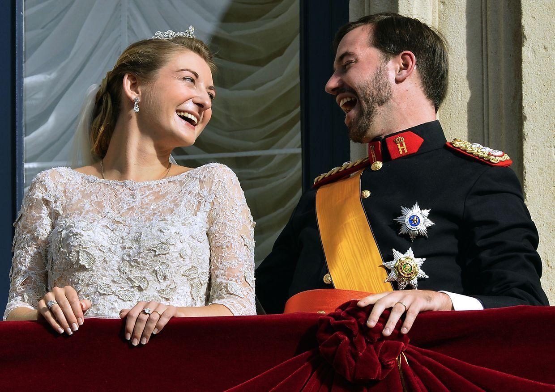 Prinzessin Stéphanie und Erbgroßherzog Guillaume auf dem Balkon des großherzoglichen Palais am Tag ihrer kirchlichen Trauung, dem 20. Oktober 2012.