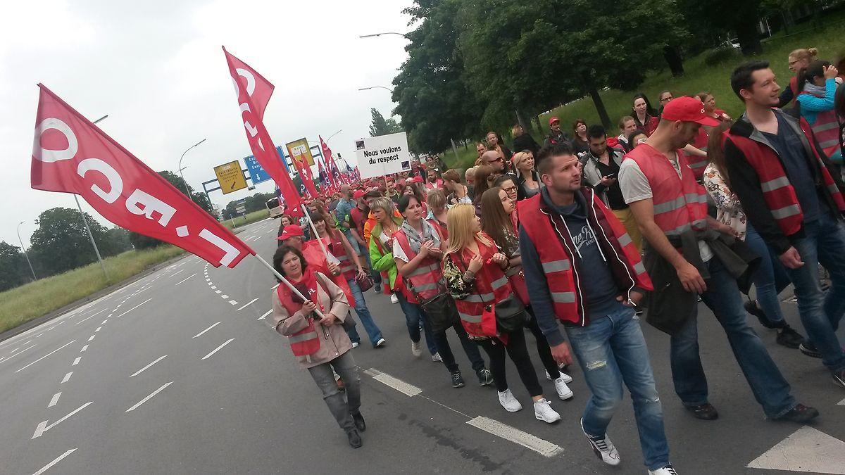 Der Protestmarsch führte vom Campus Geesseknäppchen zum Rousegärtchen im Bahnhofsviertel.