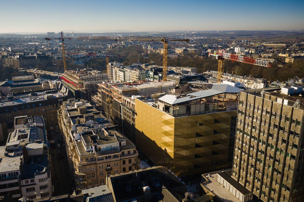 Un restaurant avec terrasse panoramique sur ce toit doré ouvrira au dernier étage.